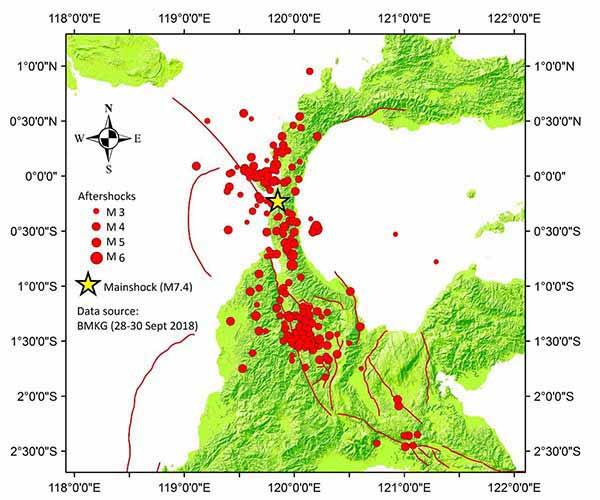 Расположение землетрясений и поверхностных следов основных разломов вблизи эпицентра. Разлом Палу-Коро показан в виде двух разрывающихся красных линий.